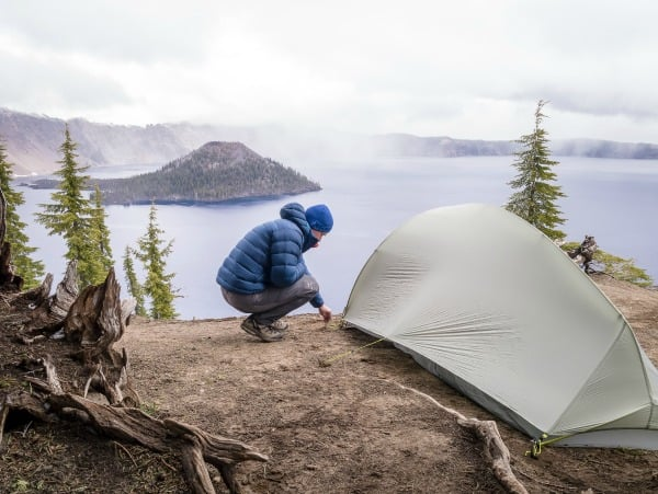 face-tent-wind