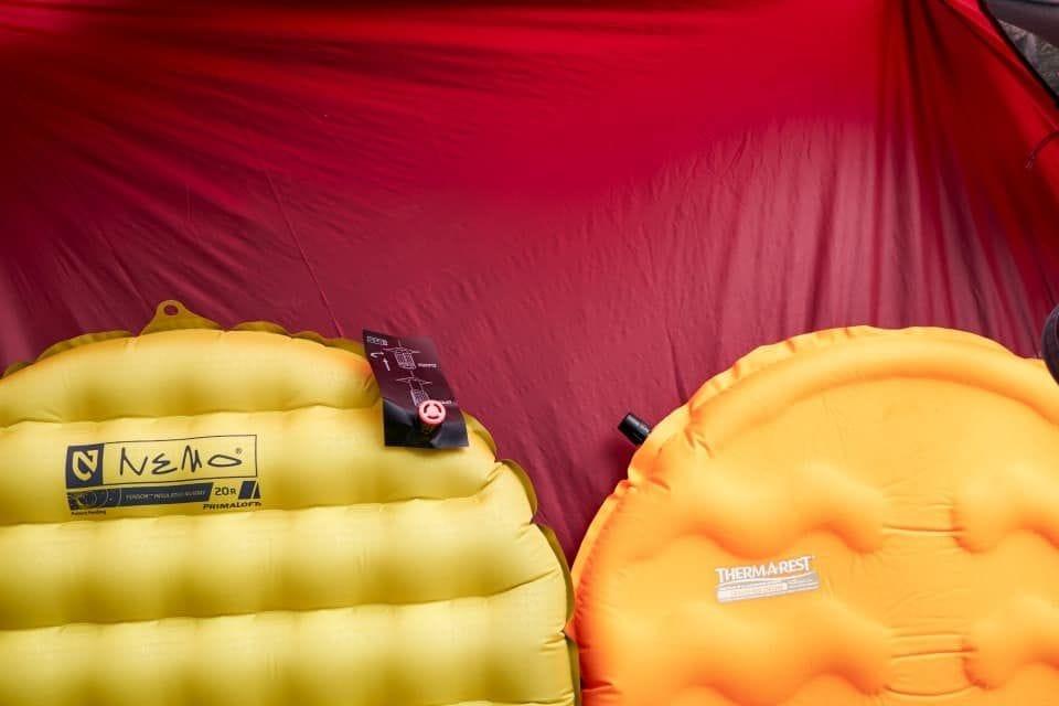 Camping, NEMO Equipment, Therm-a-Rest. Revue des matelas de sol: NEMO Equipment Tensor 20R Mummy Isolé VS Therm-A-Rest EvoLite