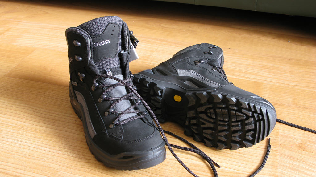 Lowa. Lowa Renegade GTX Mid Review