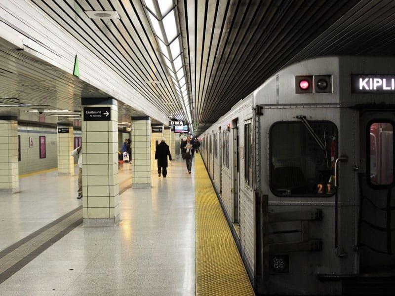 toronto-spadina-subway-station