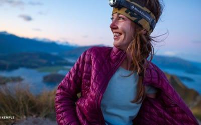 Arc'teryx, Black Diamond, Mountain Hardwear, Outdoor Research, Patagonia, Peak Performance, Rab, The North Face. Nos tops manteaux à isolation légère pour femmes.