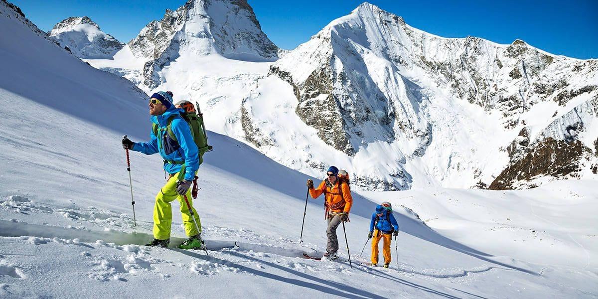 Adventure Medical Kits, Arc'teryx, Backcountry Access, Black Diamond, Gregory, MSR, Ski & snowboard. Que transportez-vous dans votre sac à dos lors d'une journée en ski hors-piste?
