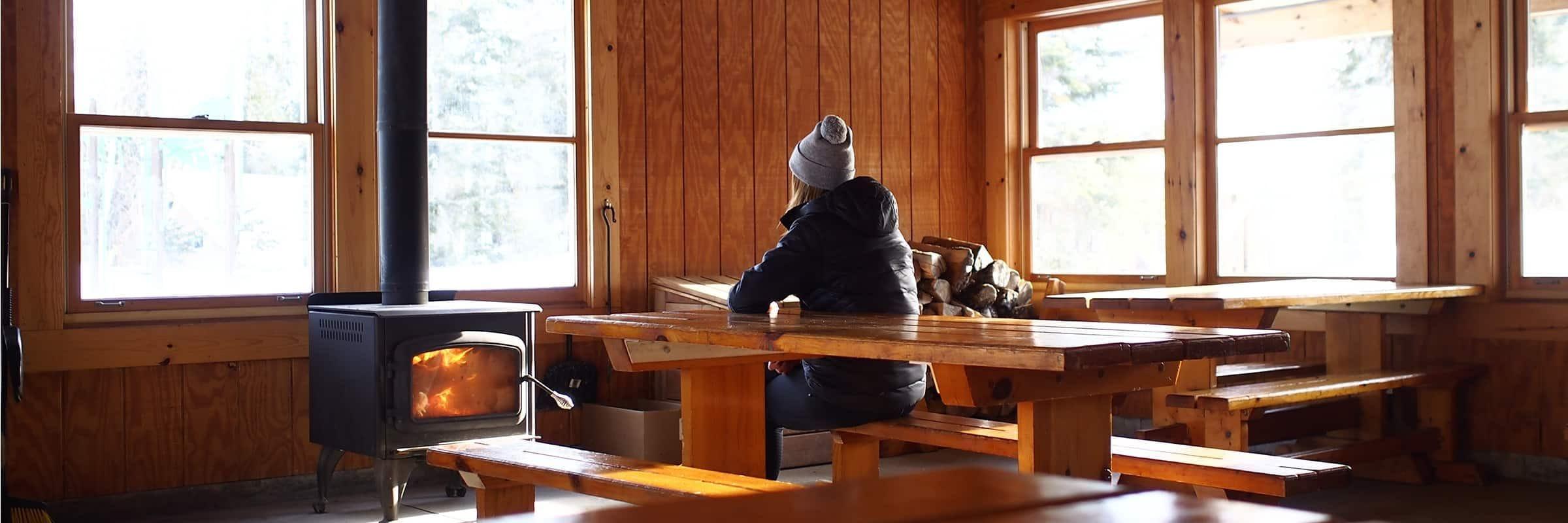 Camping, snowshoeing. L'expérience en tente OTENTik