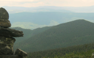 randonnée, voyage. Les 5 plus hauts sommets du Québec pour la randonnée.