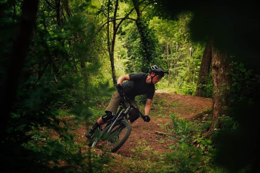 What to Wear Mountain Biking to Look Like a Pro