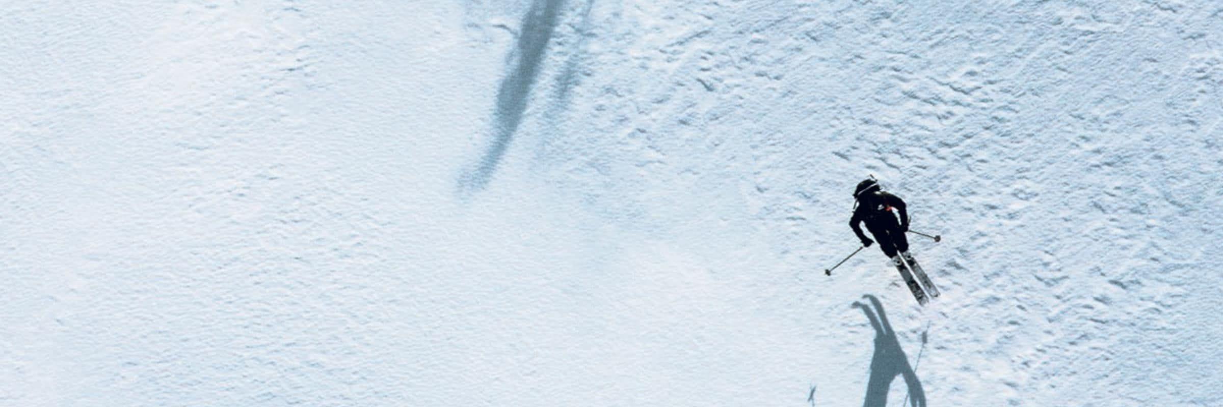Peak Performance lance son ensemble de ski Gore-Tex Pro Mystery