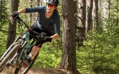 7mesh, mountain bike. Revue du jersey Desperado Henley et du short Glidepath de 7mesh.