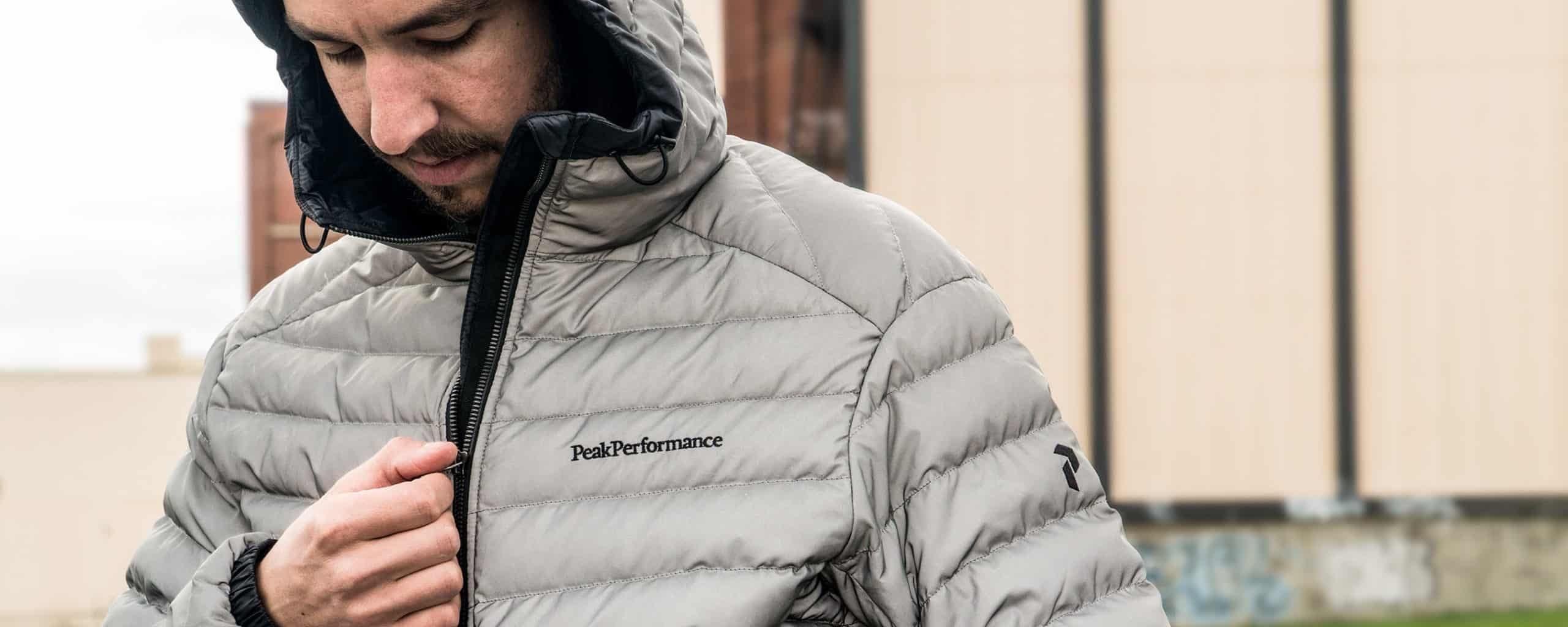 Revue de la veste en duvet réfléchissante Frost de Peak Performance