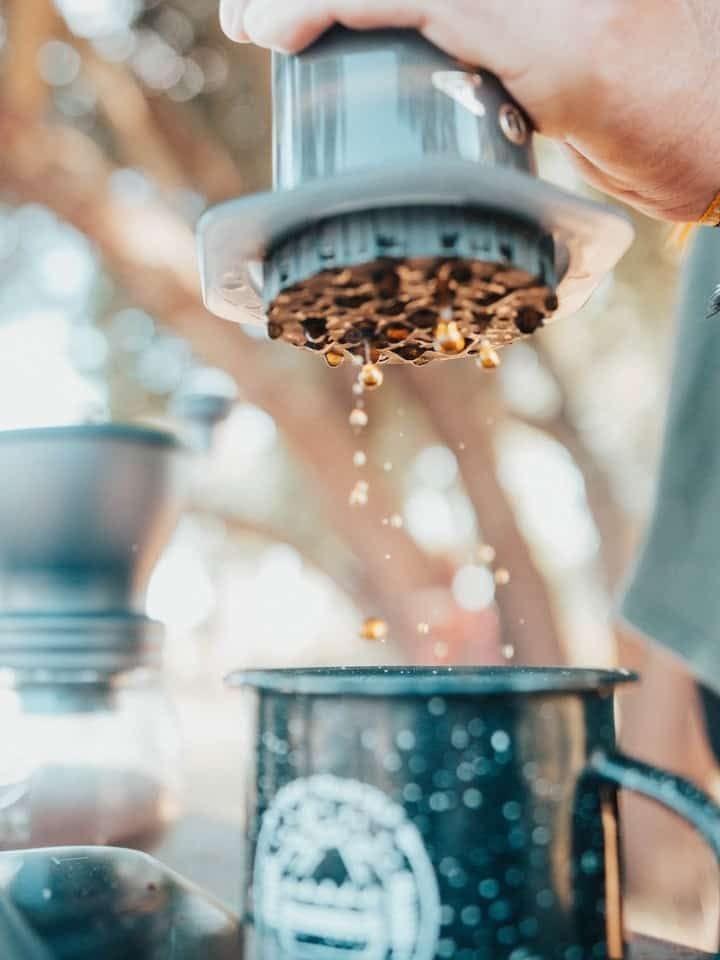 Exemple de café fait avec une Aeropress en camping
