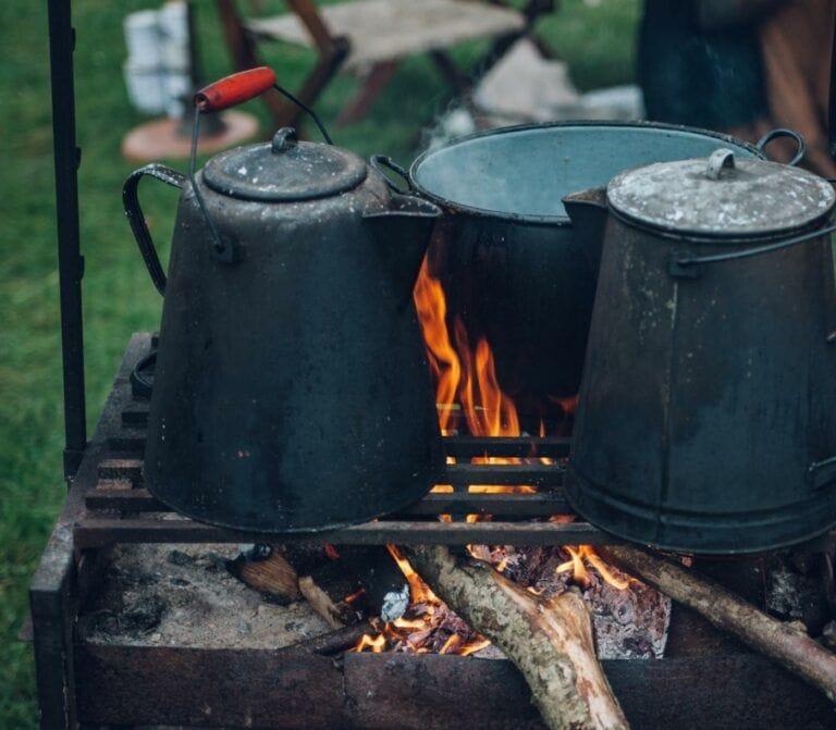 Exemple d'un café cowboy en camping