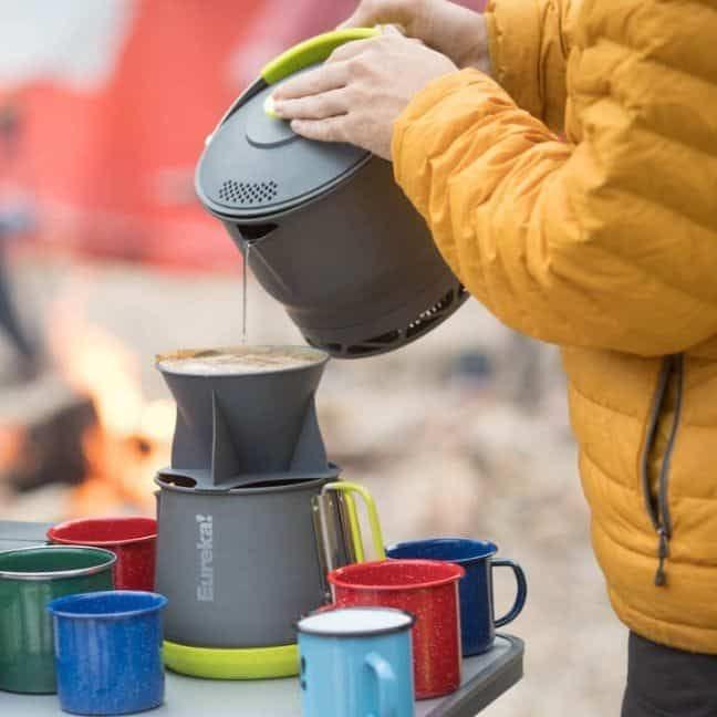 Exemple de café pour over en camping
